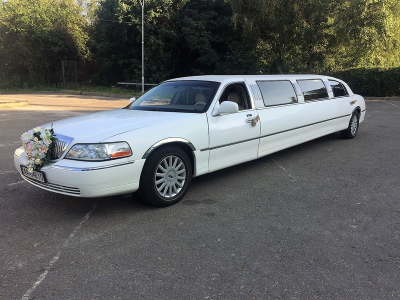 лимузин линкольн на свадьбу