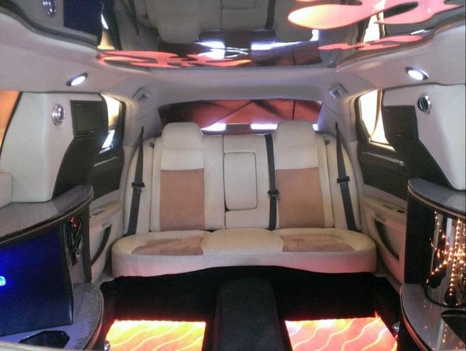 белый лимузин крайслер 6 мест салон авто